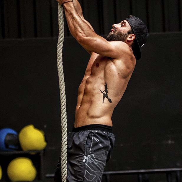 El CrossFit es un programa que te permite desarrollar las 10 capacidades físicas generales resistencia cardiovascular y respiratoria, energía, fuerza, flexibilidad, potencia, velocidad, coordinación, agilidad, equilibrio y precisión.