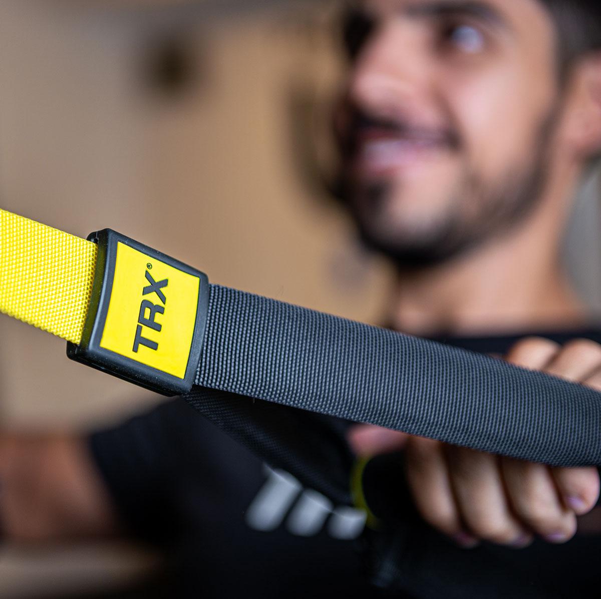 La intensidad de los ejercicios depende del ángulo entre el cuerpo y el suelo y de la estabilidad. Por eso es recomendable para casi todos, estando casi en cualquier estado físico.