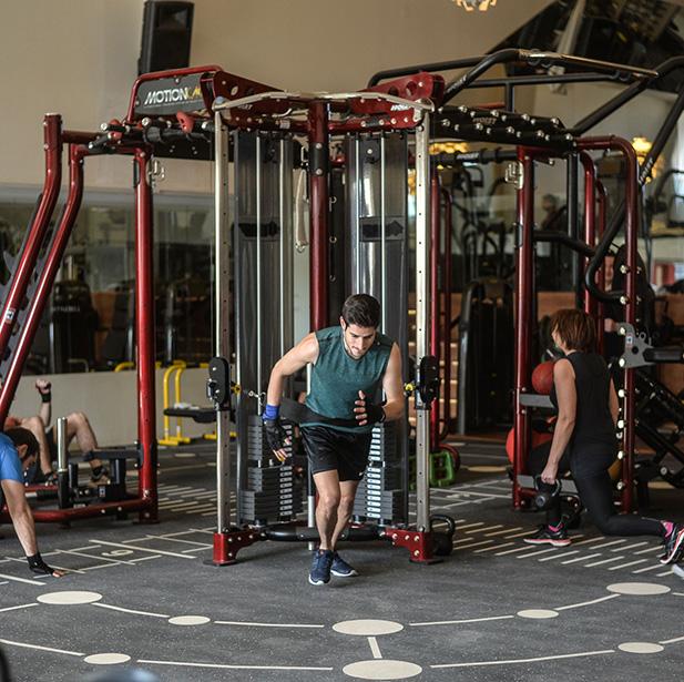MOTION CAGE Esta jaula de última generación te va a permitir entrenar de manera individual o en grupo con diferentes estaciones y ejercicios de estabilidad, fuerza y resistencia.