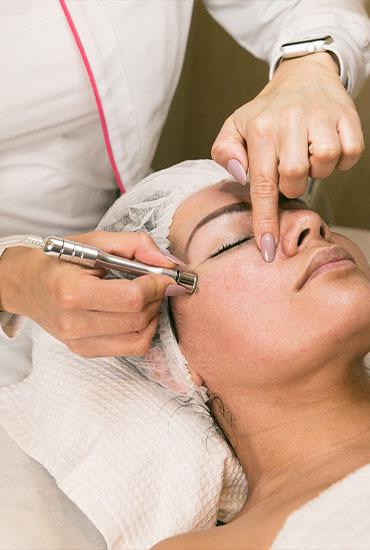 8 increíbles beneficios de la limpieza facial con punta de diamante