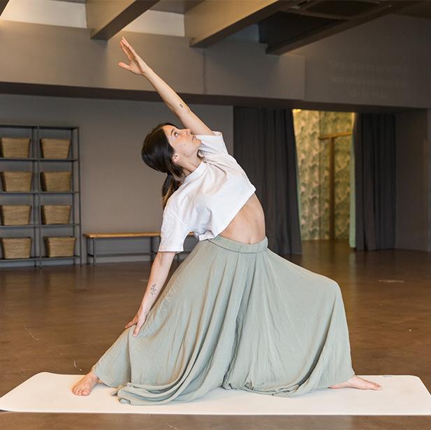 En the studiOm enseñamos diversos estilos de yoga, desde prácticas altamente dinámicas hasta restaurativas, o meditación para que puedas encontrar todo lo que buscas.